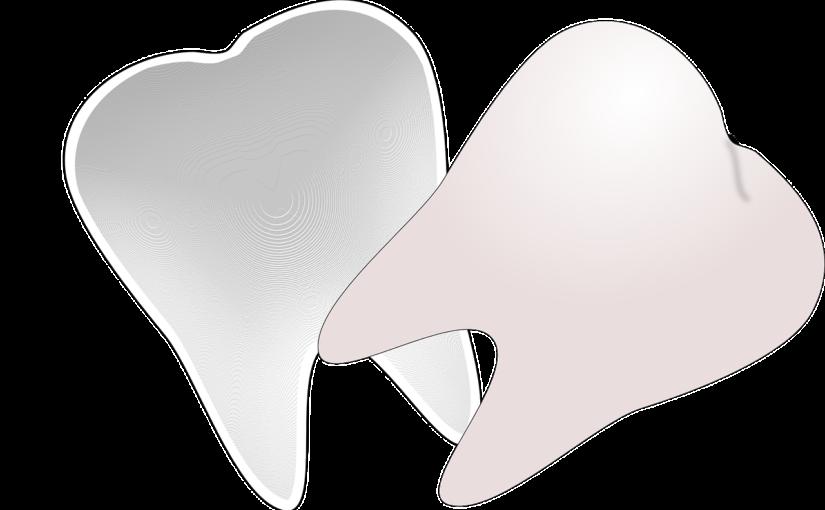 Piękne zdrowe zęby dodatkowo wspaniały uroczy uśmiech to powód do płenego uśmiechu.